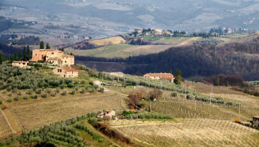 escorted tour tuscany to renaissance art cities, Etruscan hill towns like Voltera, once powerful art cities, many famouse wineyards and ancient roaming roads