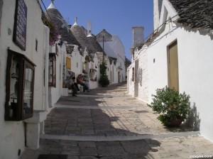 Alberobello-Houses-750x562